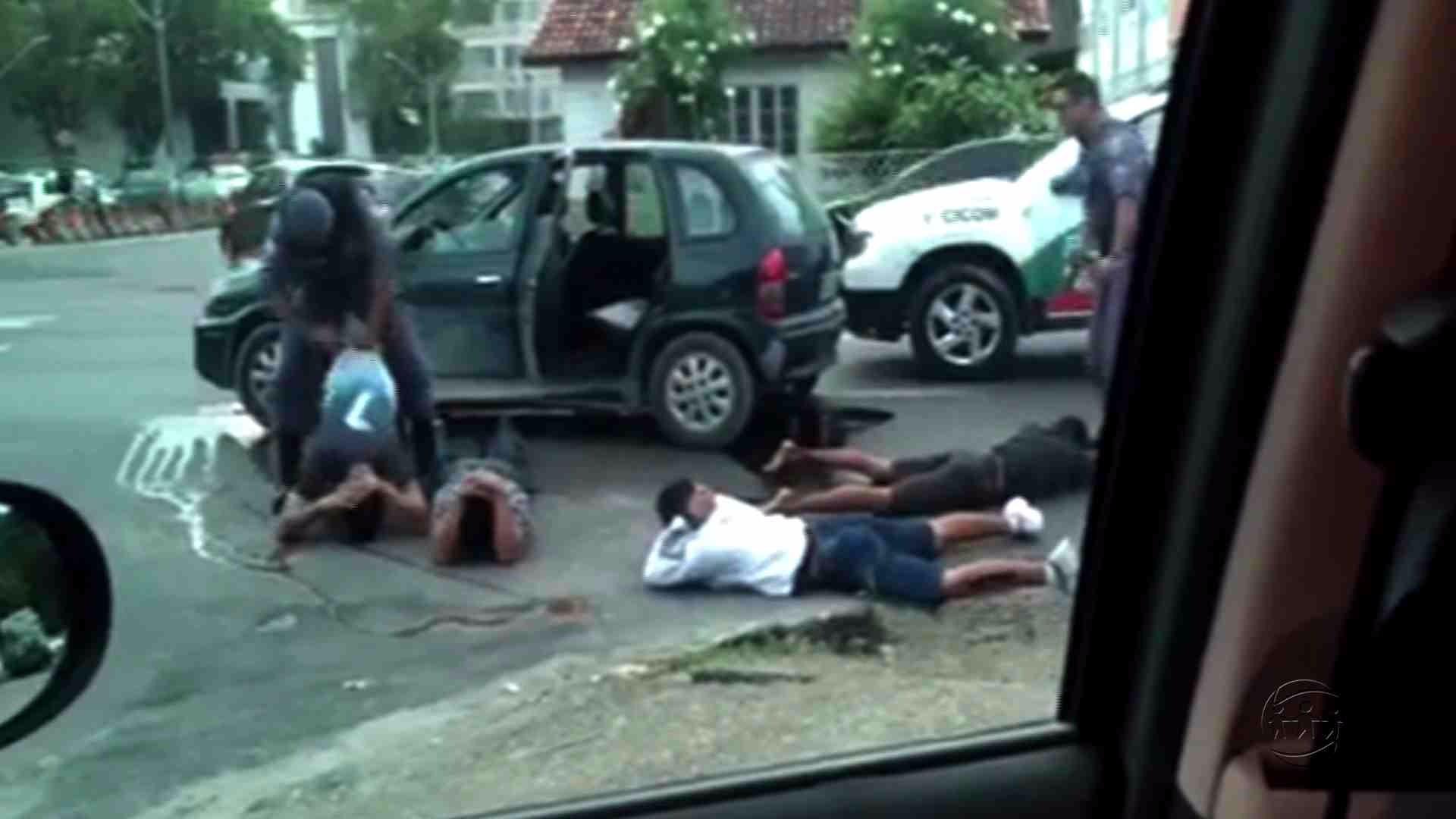 POLICIAIS PRENDEM SUSPEITOS DE REALIZAR ASSALTOS NA ZONA CENTRO-SUL - Alô Amazonas - 27/06/17