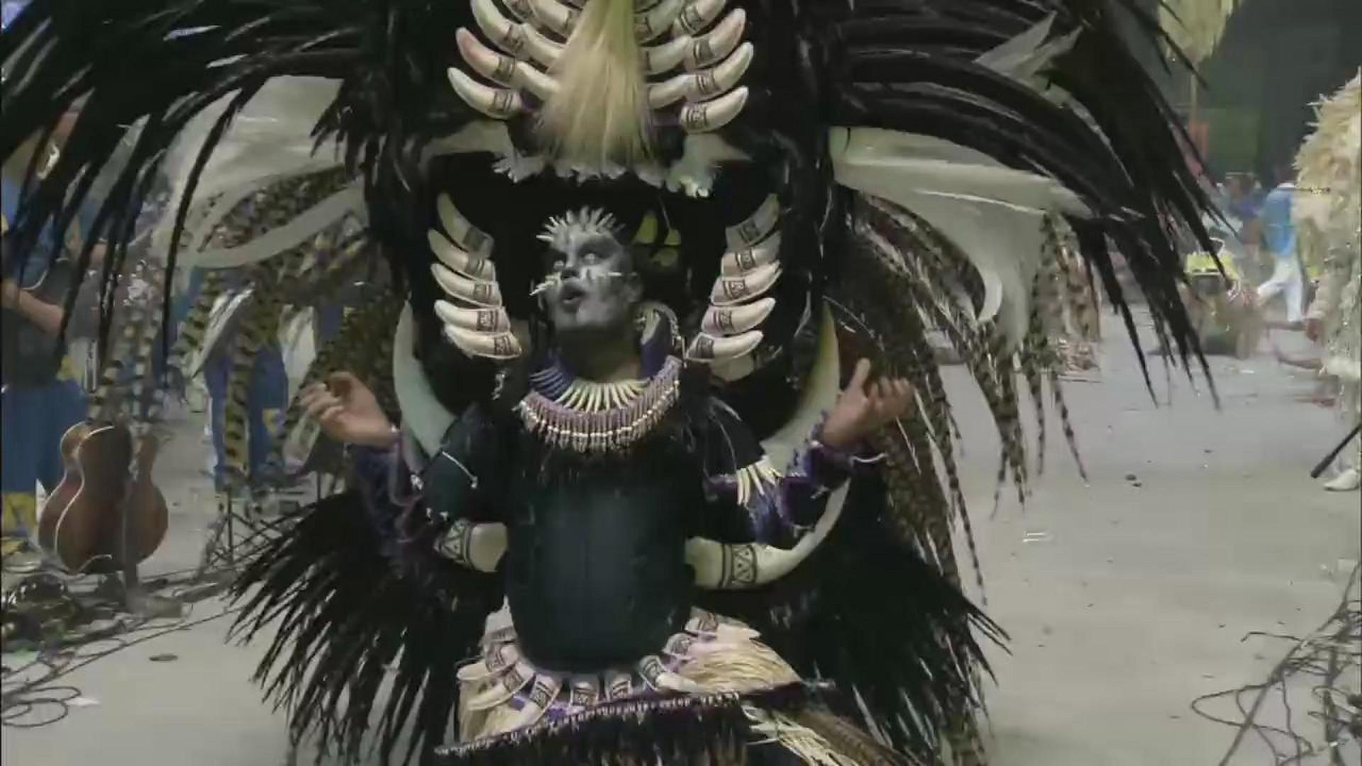 CONFIRA A APRESENTAÇÃO DO PAJÉ DO BOI CAPRICHOSO - Terceira Noite - 02/07/17