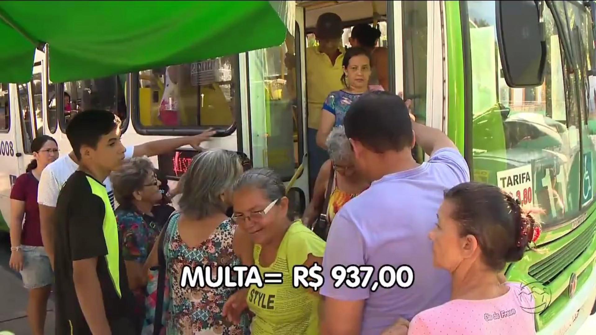 LEI PODE MULTAR PASSAGEIROS POR DESRESPEITO AOS MOTORISTAS DE ÔNIBUS - A Crítica Na Tv - 14/08/17