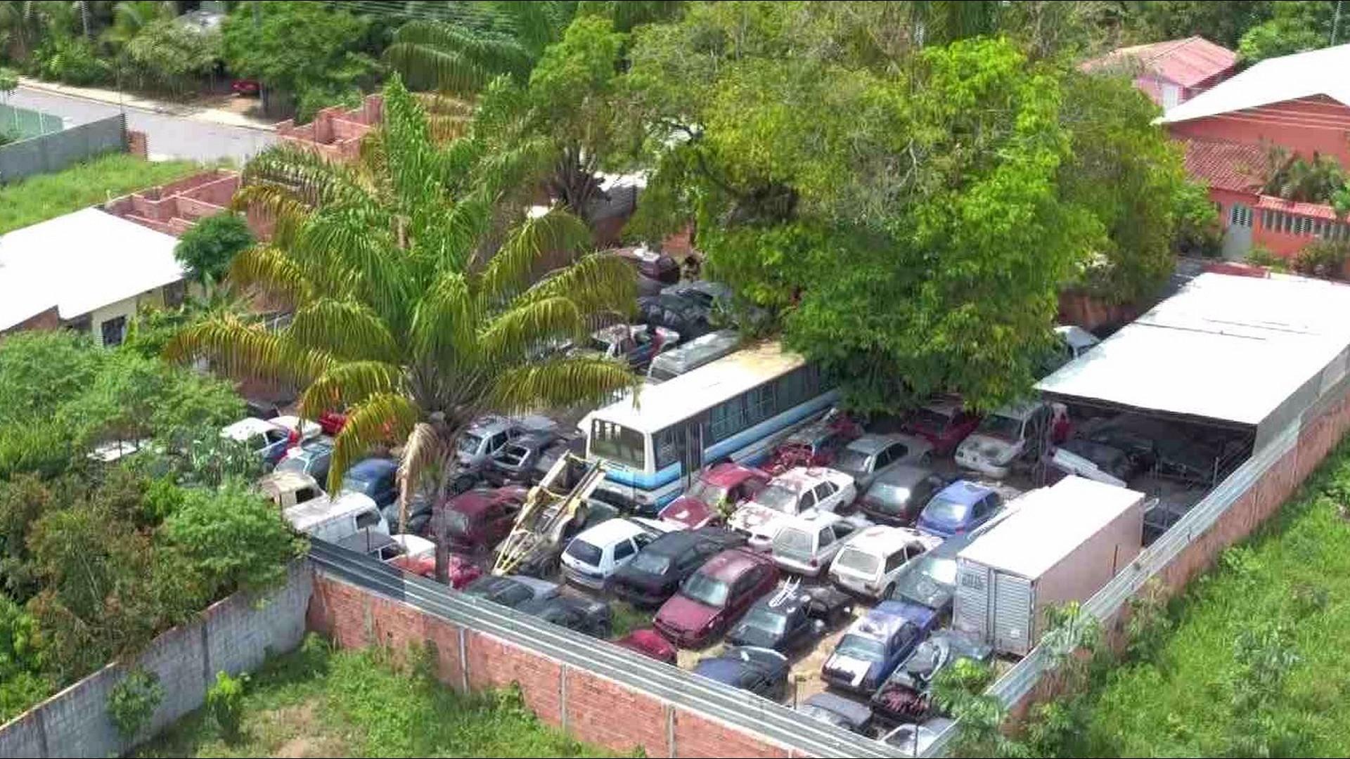 DENGUE: MORADORES DENUNCIAM CEMITÉRIO DE CARROS - Alô Amazonas - 19/10/17