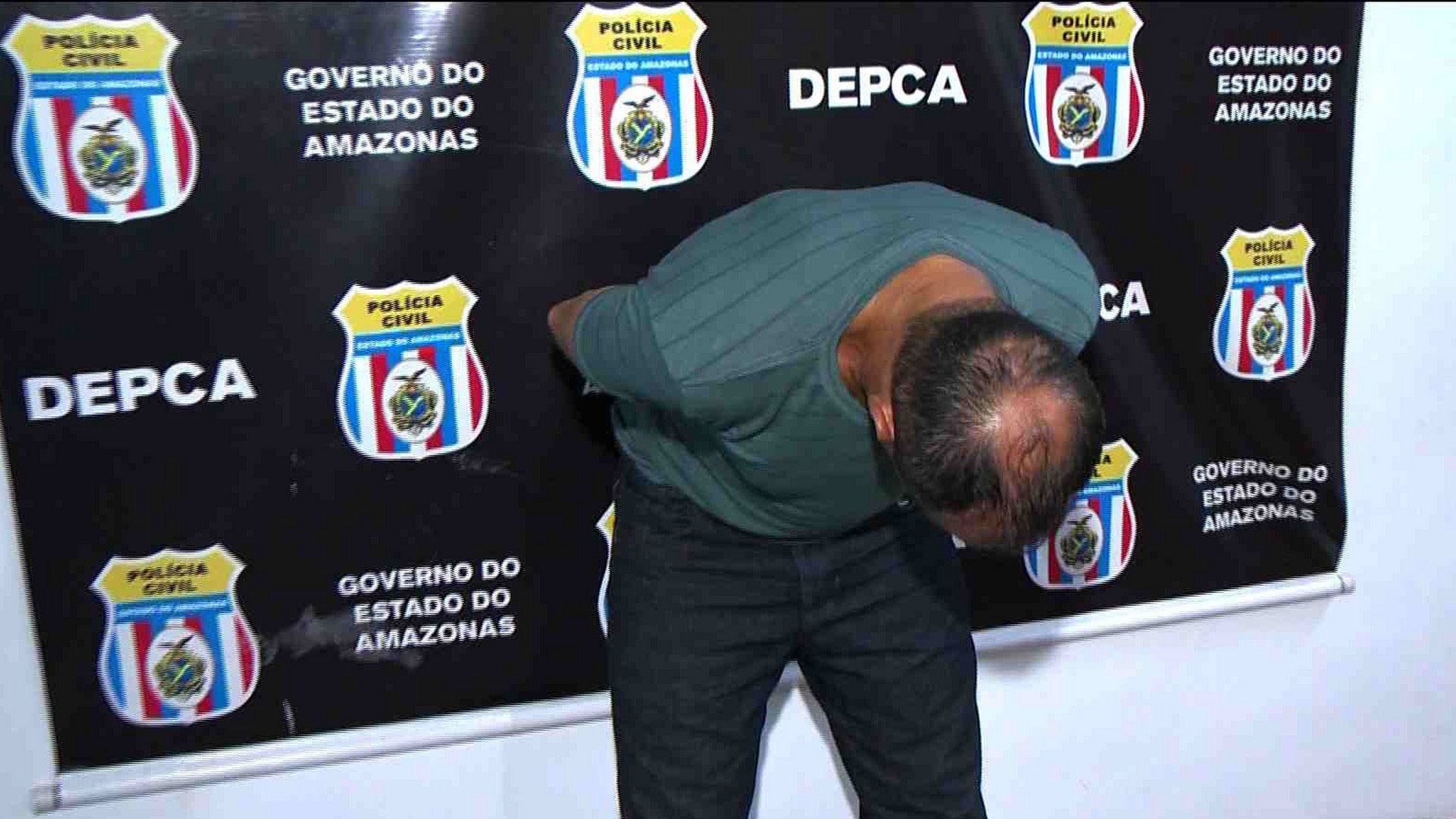 FLAGRANTE: FILHA DENUNCIA PAI POR ESTUPRO - Cidade Alerta Manaus - 12/12/17