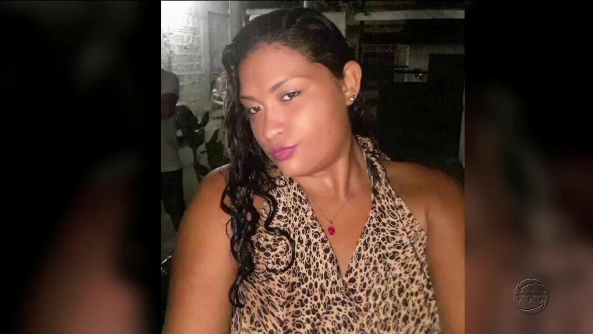 JOVEM É ENCONTRADA MORTA E SEMINUA EM IGARAPÉ - Cidade Alerta Manaus - 14/12/17